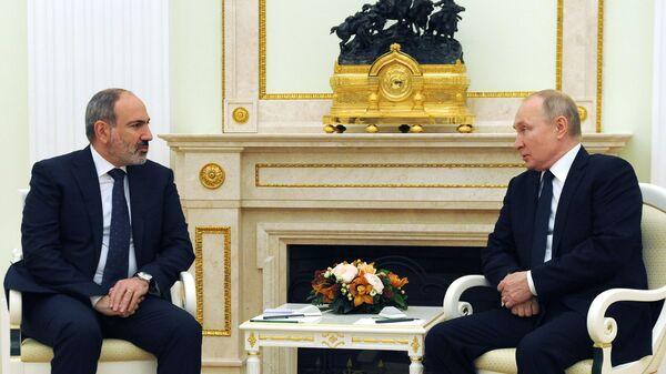 Премьер-министр Армении Никол Пашинян на встрече с президентом России Владимиром Путиным (7 апреля 2021). Москва - Sputnik Армения