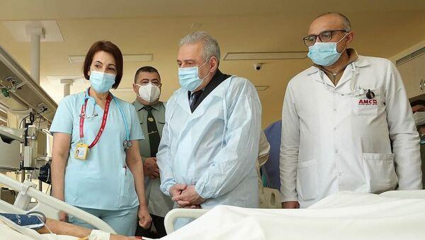 Министр обороны Вагаршак Арутюнян посетил медцентр Астхик (7 апреля 2021). Еревaн - Sputnik Армения