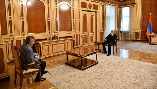 Президент Армен Саркисян принял президента Союза армян России Ара Абраамяна (7 апреля 2021). Еревaн - Sputnik Армения