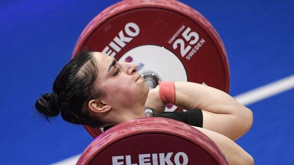 Лиана Гюрджян выступает на чемпионате Европы по тяжелой атлетике в весовой категории до 81 кг среди женщин (9 апреля 2021). Москвa - Sputnik Армения