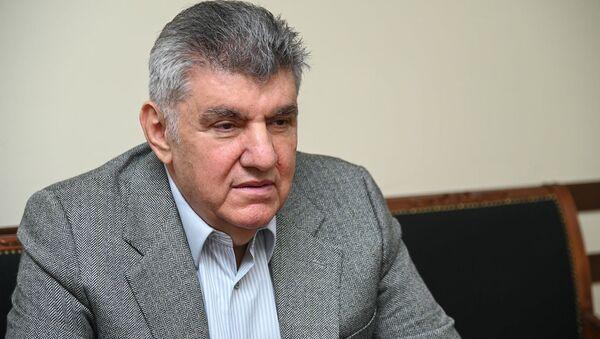 Председатель Союза армян России Ара Абраамян на встрече с омбудсменом Армении (10 апреля 2021). Еревaн - Sputnik Արմենիա