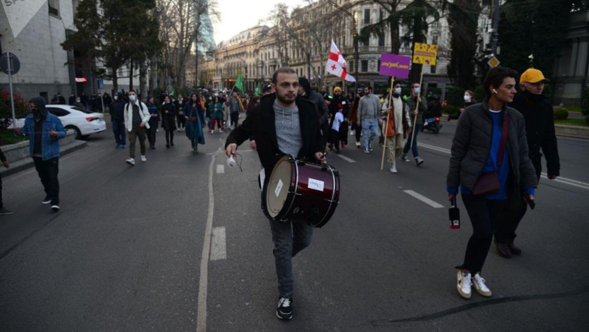Шествие против комендантского часа и covid-ограничений в столице Грузии (3 апреля 2021). Тбилиси - Sputnik Արմենիա, 1920, 12.05.2021