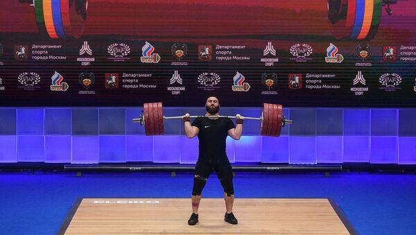 Тяжелоатлет Симон Мартиросян во время соревнований в весовой категории до 109 кг среди мужчин на чемпионате Европы по тяжелой атлетике (10 апреля 2021). Москвa - Sputnik Արմենիա