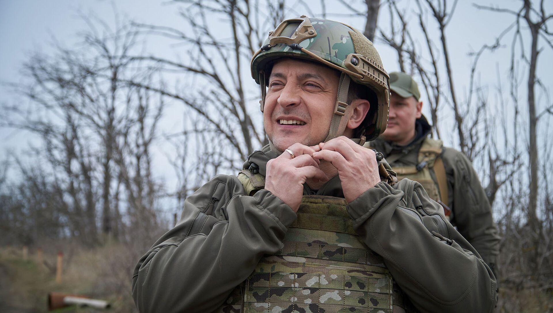 Президент Украины Владимир Зеленский посетил позиции вооруженных сил вблизи линии соприкосновения в Донбассе (9 апреля 2021). Украина - Sputnik Արմենիա, 1920, 21.08.2021