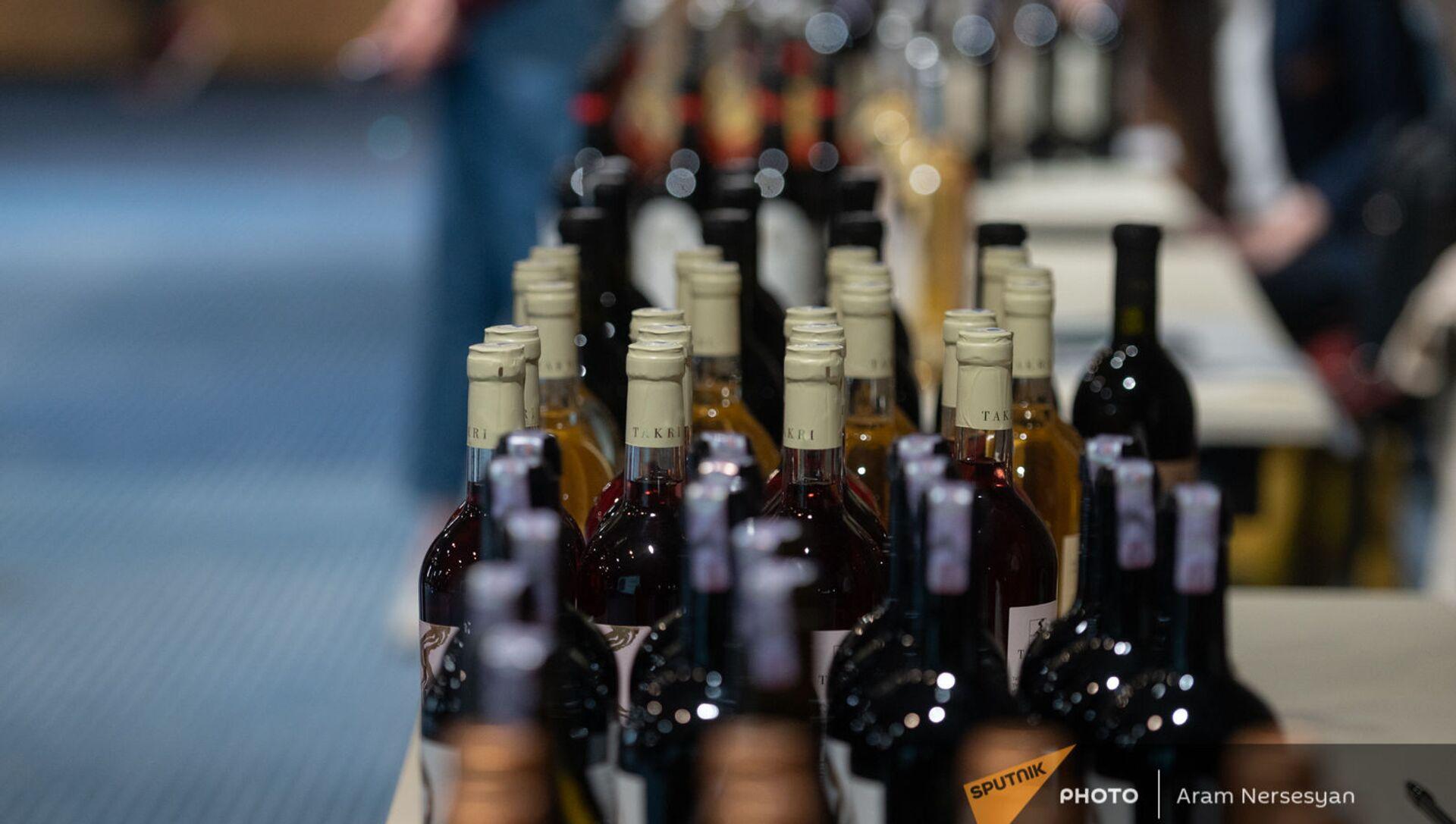 На благотворительной выставке-продаже вина в Ереване - Sputnik Արմենիա, 1920, 30.06.2021