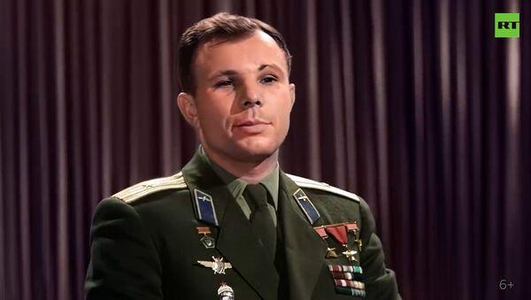 Впервые в цвете: RT публикует уникальное поздравление Гагарина с первой годовщиной полёта в космос - Sputnik Армения