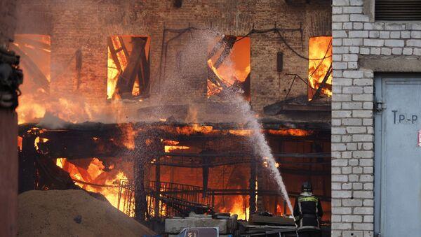Пожар на фабрике Невская мануфактура - Sputnik Армения