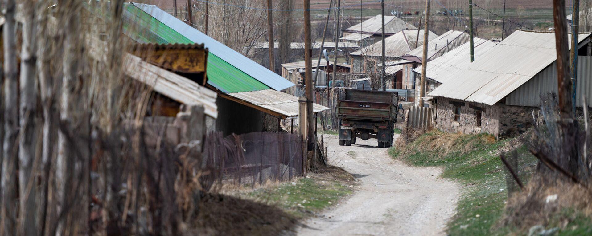 Дорога в селе Гегамасар - Sputnik Армения, 1920, 05.09.2021