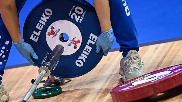 Чемпионат Европы по тяжелой атлетике среди женщин (3 апреля 2021). Москвa - Sputnik Армения