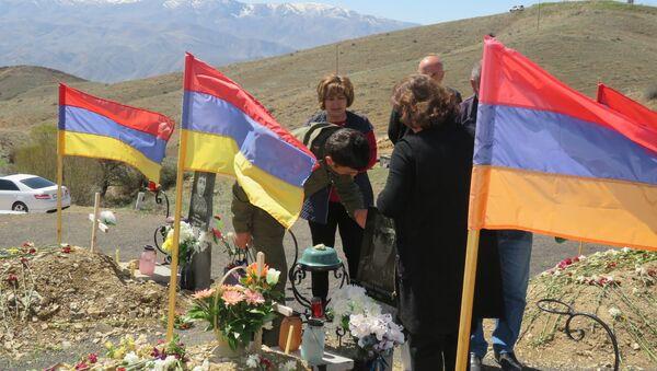 Могила погибшего в карабахской войне Давида Григоряна - Sputnik Армения