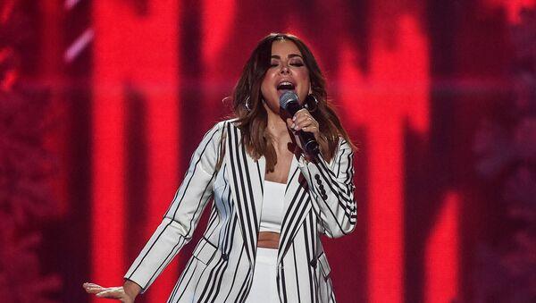 Певица Ани Лорак выступает на концерте с участием звезд «Русского Радио» и радио «Шансон» (8 декабря 2018). Москвa - Sputnik Армения