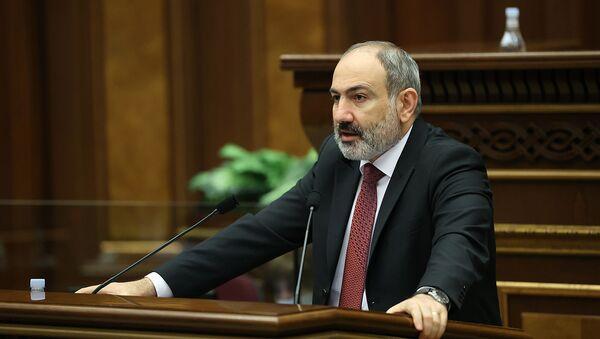 Премьер-министр Никол Пашинян выступает в Парламенте с докладом о результатах проделанных работ 2020 (14 апреля 2021). Еревaн - Sputnik Արմենիա