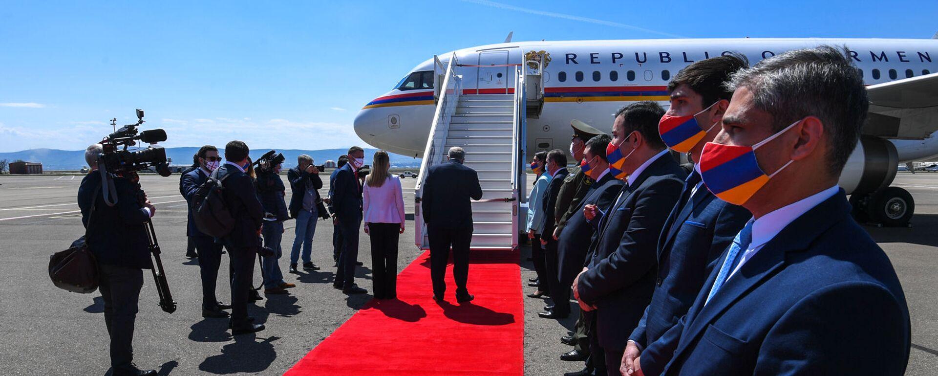 Президент Армении Армен Саркисян вместе с супругой Нуне Саркисян с официальным визитом прибыл в Грузию (15 апреля 2021). Тбилиси - Sputnik Արմենիա, 1920, 16.09.2021
