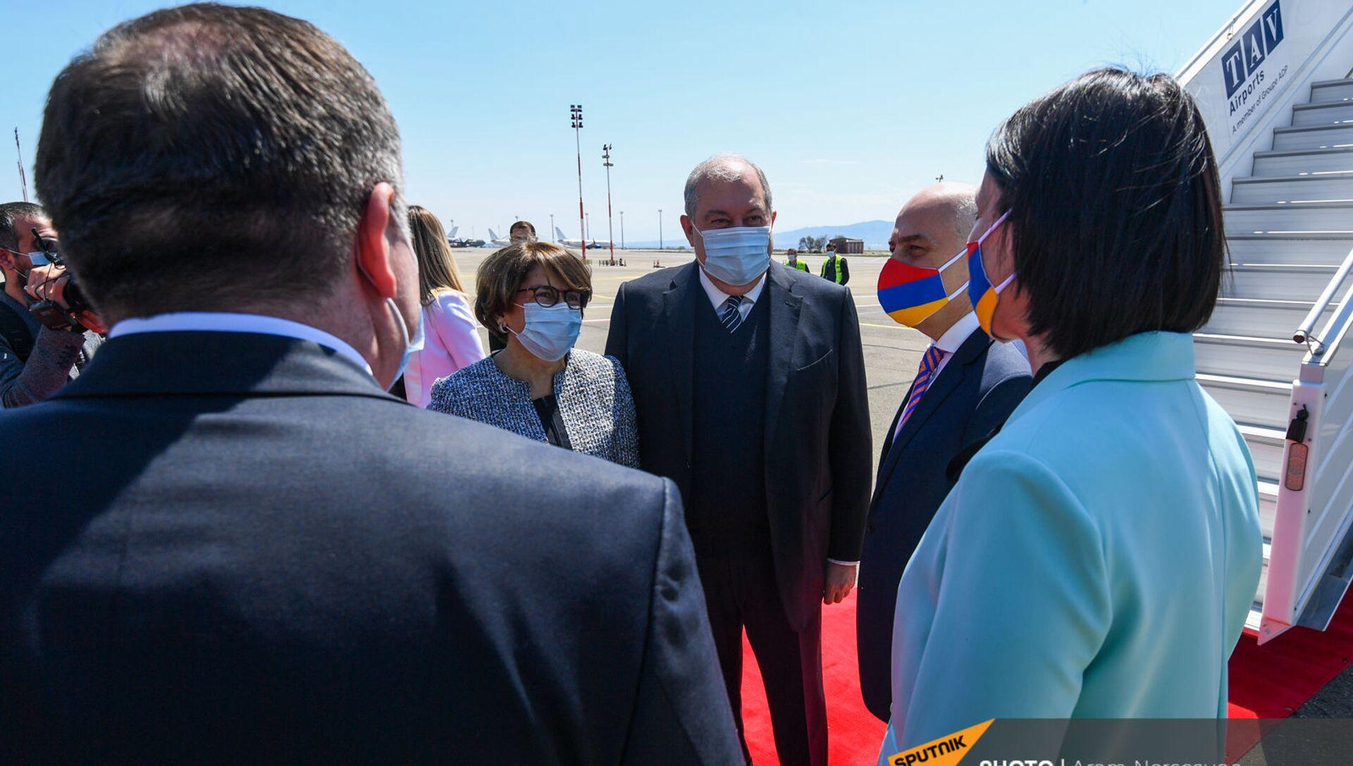 Президент Армении Армен Саркисян вместе с супругой Нуне Саркисян с официальным визитом прибыл в Грузию (15 апреля 2021). Тбилиси - Sputnik Արմենիա, 1920, 15.04.2021