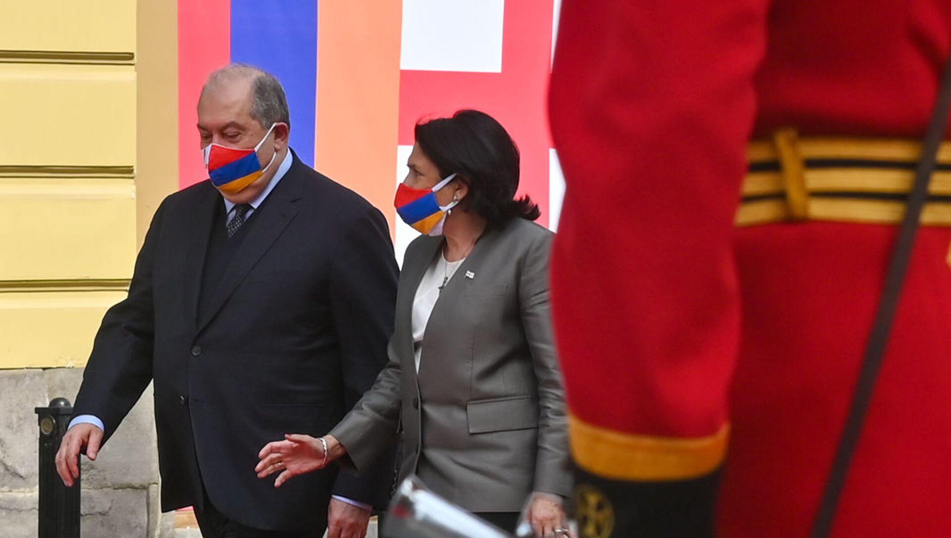 Церемония встречи президента Армении Армена Саркисяна с грузинской коллегой Саломе Зурабишвили во дворце Орбелиани (15 апреля 2021). Тбилиси - Sputnik Արմենիա, 1920, 15.04.2021