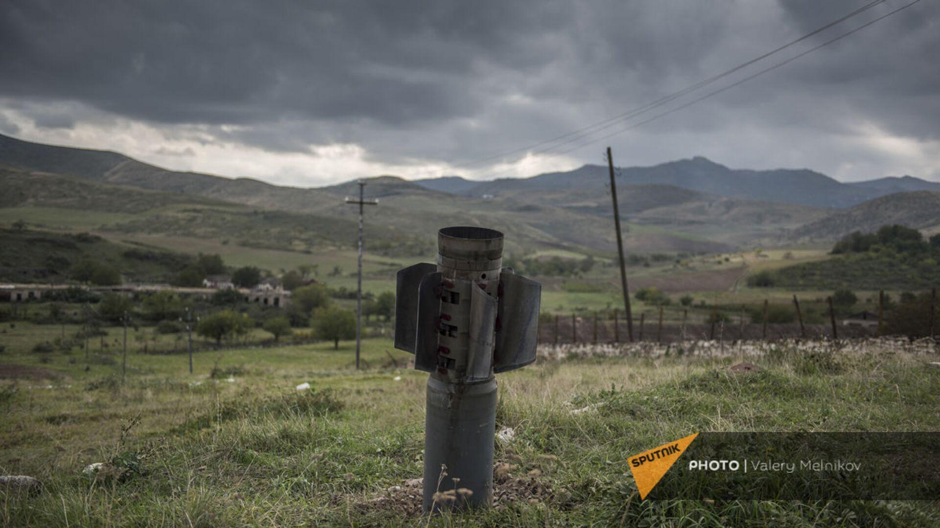 Часть ракеты после обстрела города Мартуни - Sputnik Армения, 1920, 22.09.2021