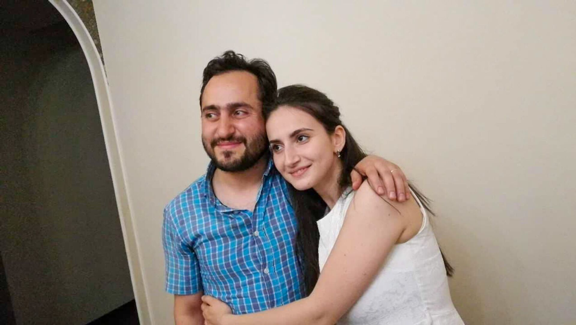 Дьякон Нарек Петросян с супругой Мариам Бзнуни - Sputnik Армения, 1920, 16.04.2021