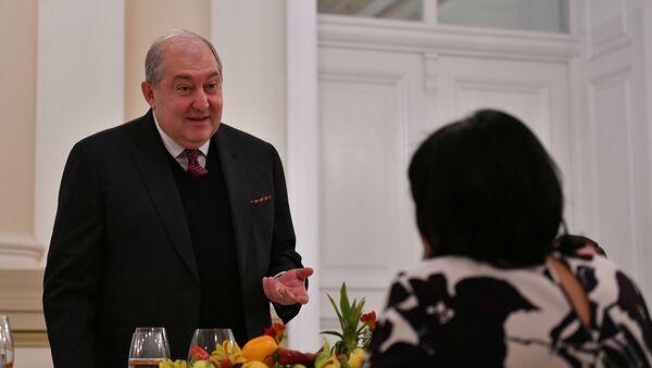 Официальный ужин в честь президента Армении Армена Саркисяна и госпожи Нуне Саркисян от имени Президента Грузии Саломе Зурабишвили (15 апреля 2021). Тбилиси - Sputnik Армения