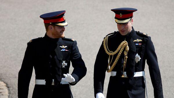Британский принц Гарри и шафер принц Уильям прибывают на свадебную церемонию в часовню Святого Георгия в Виндзорском замке (19 мая 2018). Виндзор - Sputnik Армения