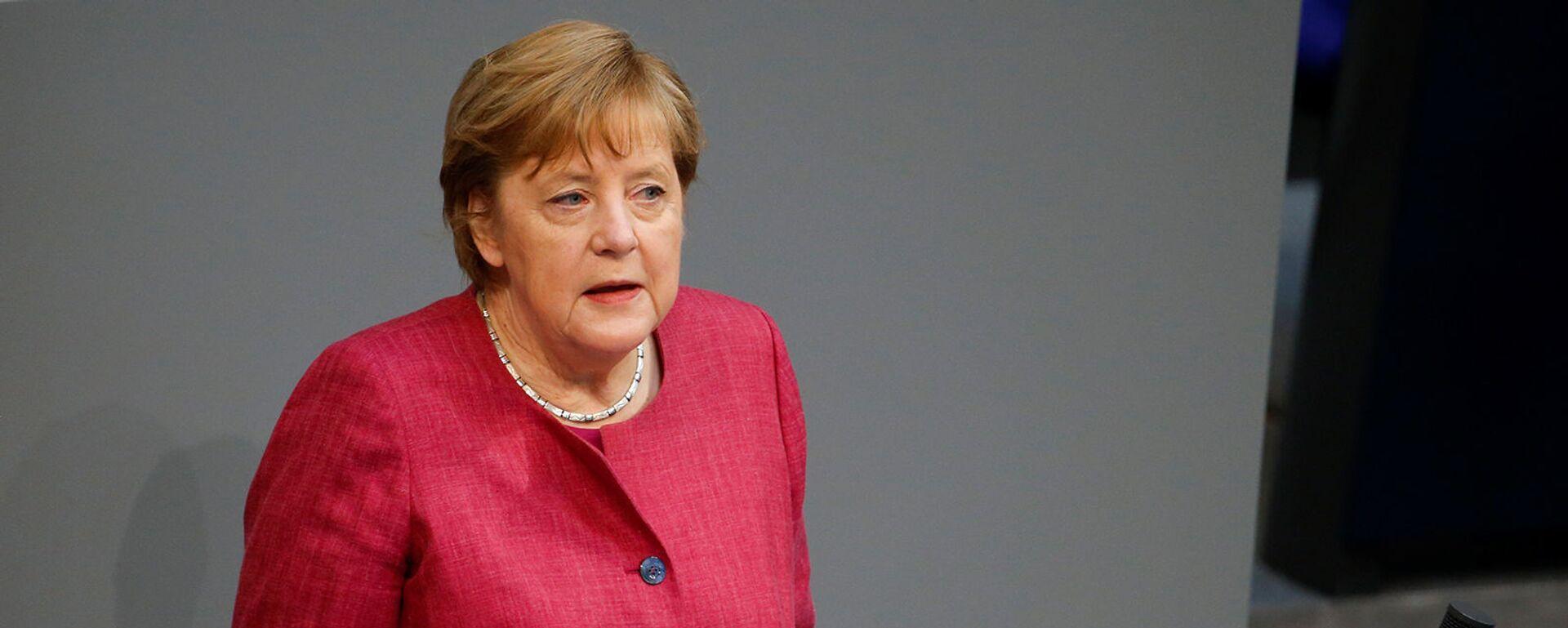 Канцлер Германии Ангела Меркель выступает на заседании бундестага нижней палаты парламента, посвященном мерам по борьбе с коронавирусом (16 апреля 2021). Берлин - Sputnik Արմենիա, 1920, 29.07.2021
