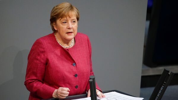 Канцлер Германии Ангела Меркель выступает на заседании бундестага нижней палаты парламента, посвященном мерам по борьбе с коронавирусом (16 апреля 2021). Берлин - Sputnik Армения