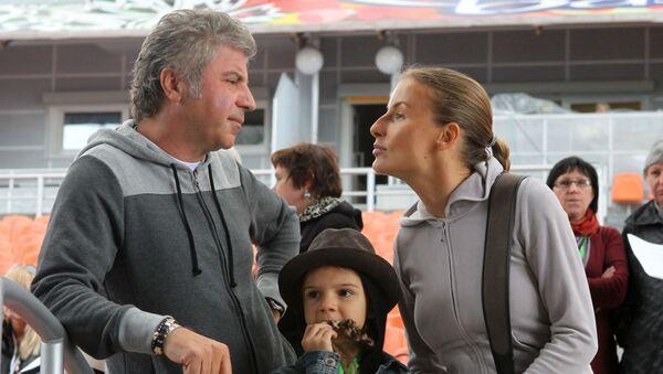 Певец Сосо Павлиашвили с женой Ириной и дочерью Лизой - Sputnik Արմենիա
