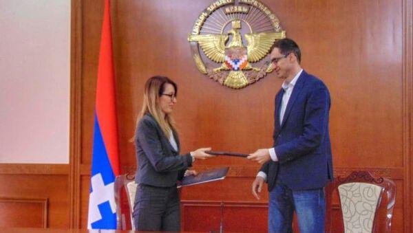 Министры труда и социальных вопросов Армении и Карабаха подписывают меморандум о сотрудничестве (17 апреля 2021). Степанакерт - Sputnik Արմենիա