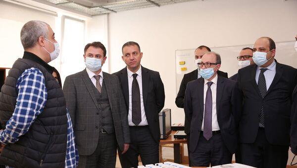 Министры высокотехнологической промышленности, экономики и иностранных дел Айк Чобанян, Ваган Керобян и Ара Айвазян посетили Инженерный город (19 апреля 2021). Еревaн - Sputnik Армения