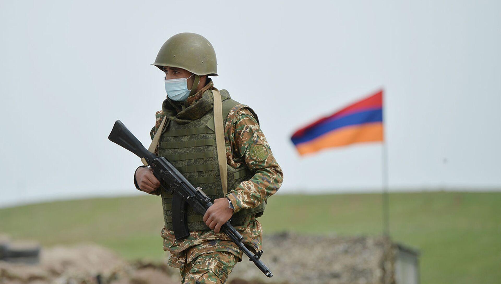 Армянский военнослужащий на армяно-азербайджанской границе - Sputnik Արմենիա, 1920, 20.05.2021