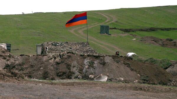 Армянский военнослужащий на армяно-азербайджанской границе - Sputnik Армения