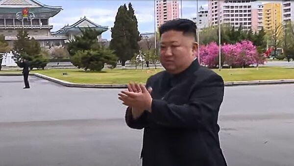 Как встречали Ким Чен Ына, приехавшего сфотографироваться с участниками конгресса Трудовой партии КНДР. - Sputnik Армения