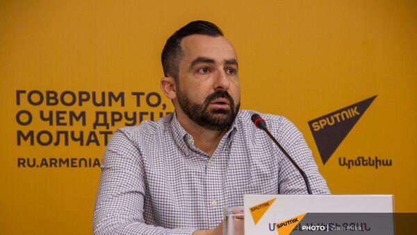 Пресс-конференция с участием эксперта из Канады Майкла Аветикяна в мультимедийном пресс-центре Sputnik Армения (21 апреля 2021). Еревaн - Sputnik Արմենիա