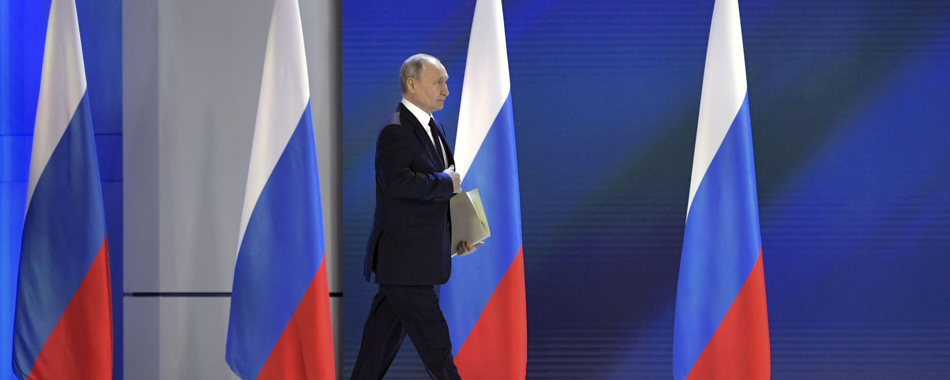 Президент РФ Владимир Путин перед началом выступления с ежегодным посланием Федеральному Собранию - Sputnik Արմենիա, 1920, 28.04.2021