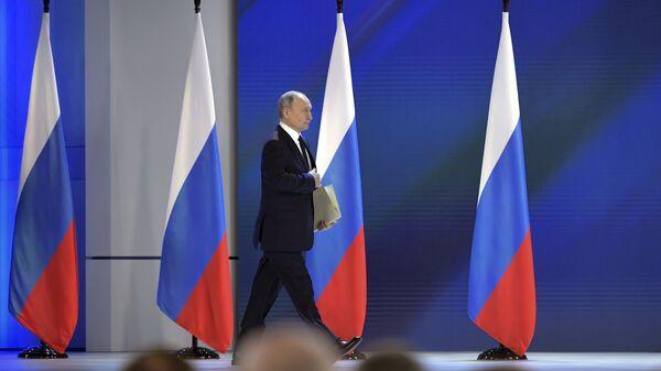 Президент РФ Владимир Путин перед началом выступления с ежегодным посланием Федеральному Собранию - Sputnik Արմենիա