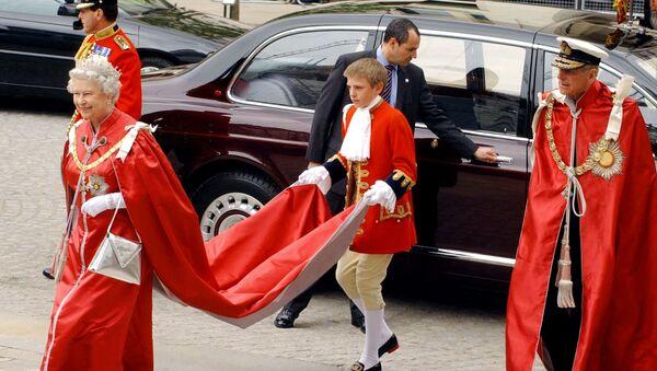 Королева Великобритании Елизавета II и герцог Эдинбургский прибывают в собор Святого Павла в Лондоне, 2004 год - Sputnik Армения