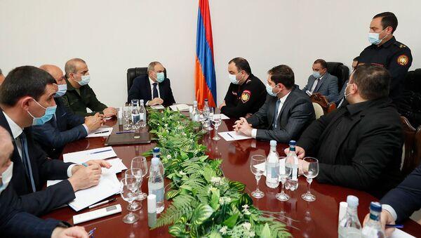 Совещание во главе с премьер-министром Николом Пашиняном в администрации Сюникской области (21 апреля 2021). Капан - Sputnik Армения