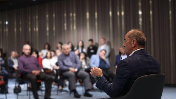 Роберт Кочарян на встрече со сторонниками (21 апреля 2021). Еревaн - Sputnik Армения