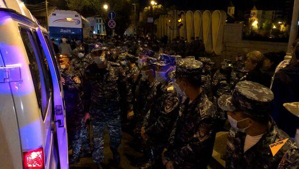 Ситуация у правительственных дач на улице Прошяна. - Sputnik Армения