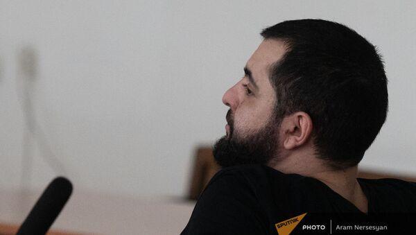 Нарек Саргсян на месте подсудимого в зале суда (22 апреля 2021). Еревaн - Sputnik Արմենիա