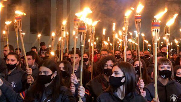Традиционное факельное шествие в Ереване в память о жертвах Геноцида армян - Sputnik Армения