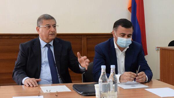 Исполняющий обязанности председателя Высшего Судебного Совета Гагик Джангирян совершил рабочие визиты в Апелляционный уголовный и гражданский суды, административный суд РА (23 апреля 2021). Еревaн - Sputnik Армения