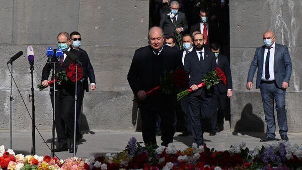 Армен Саркисян посетил мемориальный комплекс Цицернакаберд (24 апреля 2021). Ереван - Sputnik Армения