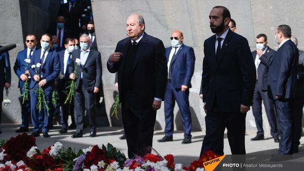 Политическое руководство Армении в мемориальном комплексе Цицернакаберд (24 апреля 2021). Ереван - Sputnik Армения