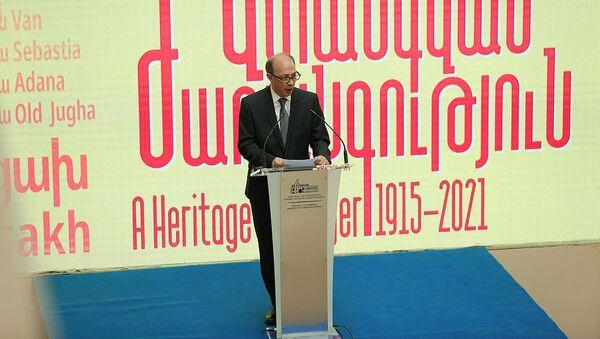 Министр иностранных дел Ара Айвазян на церемонии открытия выставки Наследие под угрозой: Арцах (24 апреля 2021). Еревaн - Sputnik Армения