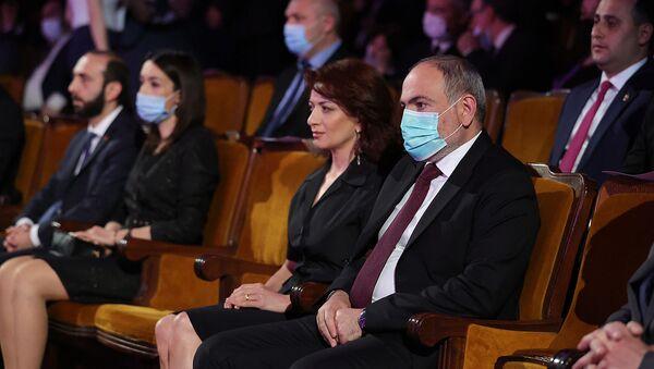 Премьер-министр Никол Пашинян с супругой Анной Акопян присутствовали на заключительном концерте Трилогии Памяти, посвященном 106-й годовщине Геноцида армян (24 апреля 2021). Еревaн - Sputnik Արմենիա