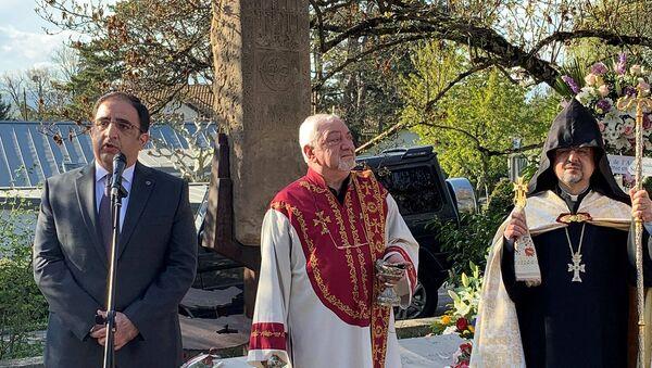 Церемония по случаю 106-й годовщины Геноцида армян в Женевской Армянской Апостольской церкви Святого Иакова (25 апреля 2021). Швейцария - Sputnik Արմենիա