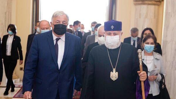 Католикос Гарегин II принял делегацию Сената Франции во главе с Председателем Сената Франции Жераром Ларше (25 апреля 2021). Эчмиадзин - Sputnik Армения