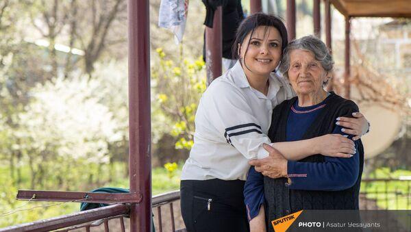 Создательница Mr Jelly Вард Хачатрян со своей бабушкой - Sputnik Արմենիա
