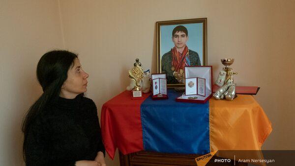 Мариам, тетя погибшего в карабахской войне экс-чемпиона Армении по боксу Авага Назаряна - Sputnik Армения