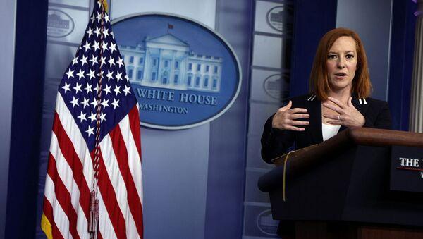 Пресс-секретарь Белого дома Джен Псаки отвечает на вопросы во время ежедневного брифинга для прессы в Белом доме (20 апреля 2021). Вашингтон - Sputnik Армения